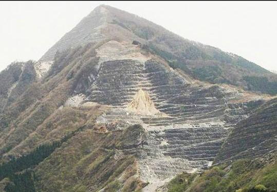 武甲山は何故、シマシマ模様なの...